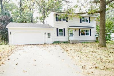 Grand Haven Single Family Home For Sale: 15692 Charles Court