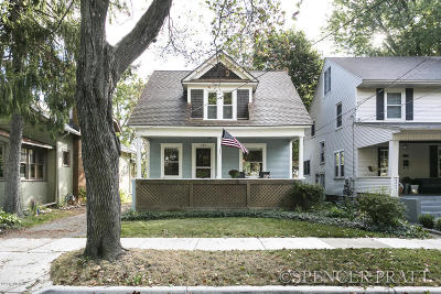Single Family Home For Sale: 454 Rosewood Avenue SE