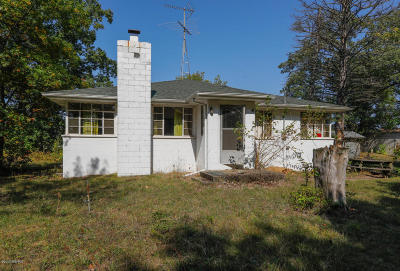 Three Rivers Single Family Home For Sale: 58864 River Heights Drive