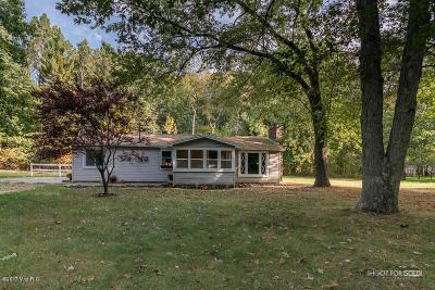Grand Haven Single Family Home For Sale: 15373 Lyons Lane
