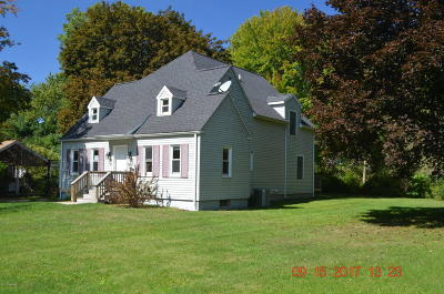 South Haven Single Family Home For Sale: 74292 Lambert Drive