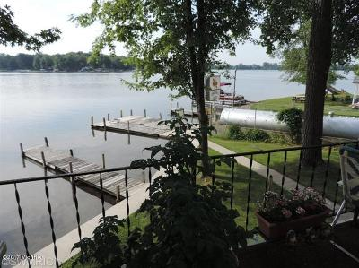 Branch County, Hillsdale County Single Family Home For Sale: 711 Waynes Beach