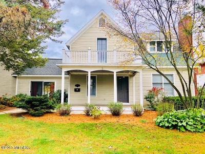 Grand Rapids Single Family Home For Sale: 3546 NE Coit Avenue