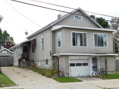 Manistee County Single Family Home For Sale: 231 Fifth Avenue