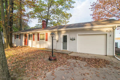 Isabella County, Mecosta County, Montcalm County, Newaygo County, Osceola County Single Family Home For Sale: 1780 S Colonel Point Drive