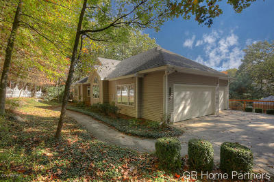 Single Family Home For Sale: 4302 Knapp Valley Drive NE