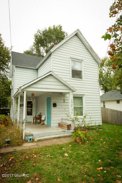 Single Family Home For Sale: 2427 Woodward SW