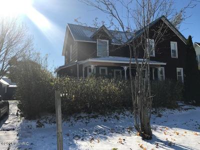 Manistee County Single Family Home For Sale: 271 Third Street