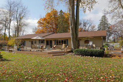 Single Family Home For Sale: 1361 Lakeside