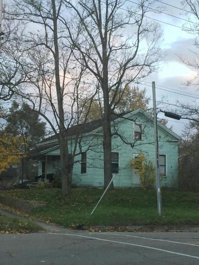 Dowagiac Single Family Home For Sale: 102 E High