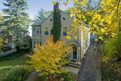Kalamazoo Single Family Home For Sale: 2001 Waite A Avenue