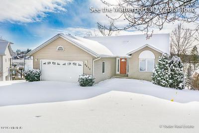 Lowell Single Family Home For Sale: 4413 Causeway Drive NE