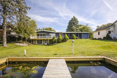 Single Family Home For Sale: 317 Lakeshore Drive