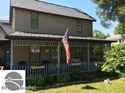 Manistee County Single Family Home For Sale: 17326 Second Street