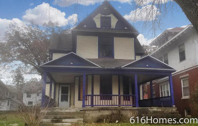 Grand Rapids MI Single Family Home For Sale: $125,000