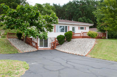 Single Family Home For Sale: 4701 W Dr N