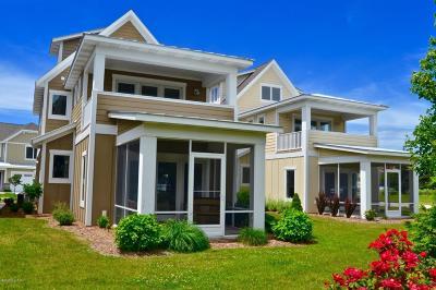 Grand Haven, Spring Lake Condo/Townhouse For Sale: 920 W Savidge Street #5