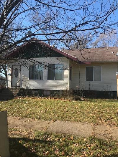 Benton Harbor Single Family Home For Sale: 846 McAlllister