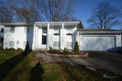Muskegon Single Family Home For Sale: 2124 Garland Drive