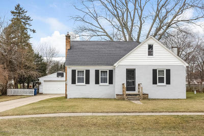 Grand Haven Single Family Home For Sale: 15611 Pine Street