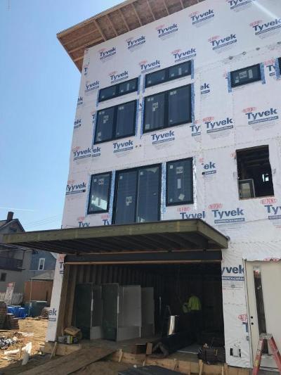 Grand Rapids Condo/Townhouse For Sale: 613 NE Fairview NE #1