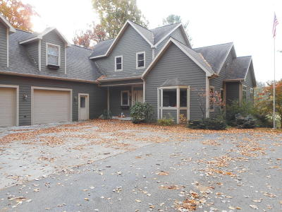 Manistee County Single Family Home For Sale: 6522 Farr Road