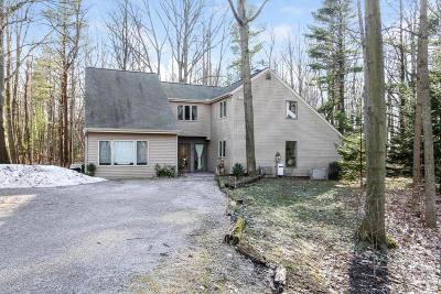 Allegan County Single Family Home For Sale: 6930 Bendemeer Drive