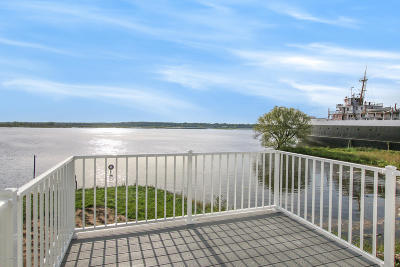 Benzie County, Charlevoix County, Clare County, Emmet County, Grand Traverse County, Kalkaska County, Lake County, Leelanau County, Manistee County, Mason County, Missaukee County, Osceola County, Roscommon County, Wexford County Condo/Townhouse For Sale: 175 Joslin Cove Drive #175