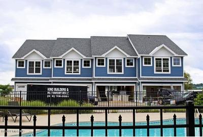 Benzie County, Charlevoix County, Clare County, Emmet County, Grand Traverse County, Kalkaska County, Lake County, Leelanau County, Manistee County, Mason County, Missaukee County, Osceola County, Roscommon County, Wexford County Condo/Townhouse For Sale: 185 Joslin Cove Drive #185