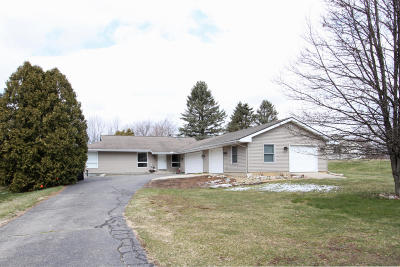 Plainwell Single Family Home For Sale: 213 Deer Run