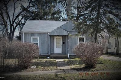 Benton Harbor Single Family Home For Sale: 1331 Jennings Avenue