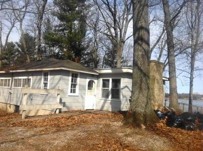 Single Family Home For Sale: 94 E Glen