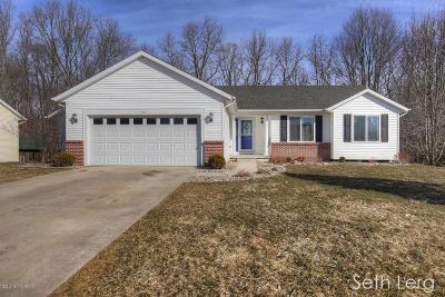 Barry County Single Family Home For Sale: 561 Oak Meadow Dr