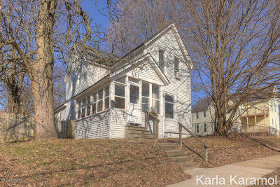 Grand Rapids Single Family Home For Sale: 1249 Garfield Avenue NW