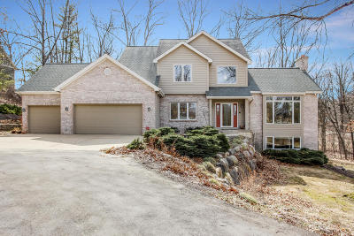Rockford Single Family Home For Sale: 2456 Winding Ridge Trail NE