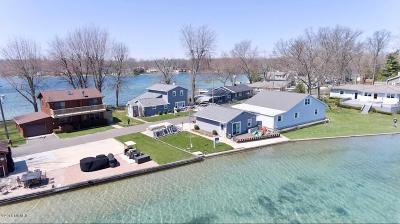 St. Joseph County Single Family Home For Sale: 19425 Lakeshore Drive