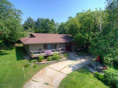 Manistee County Single Family Home For Sale: 700 Marlawn Drive