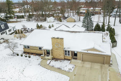 East Grand Rapids Single Family Home For Sale: 3025 Woodcliff Circle SE