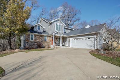 Grand Rapids Single Family Home For Sale: 2365 Longmeadow Street NW