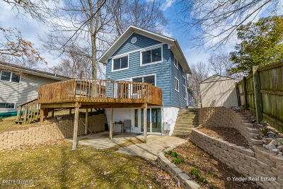 Delton Single Family Home For Sale: 1075 Wall Lake Drive