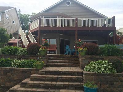 Single Family Home For Sale: 8112 W Q Avenue