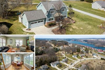 Single Family Home For Sale: 4807 Firefly Drive NE