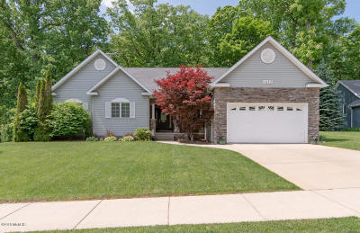 Benton Harbor Single Family Home For Sale: 1410 Whispering Trail