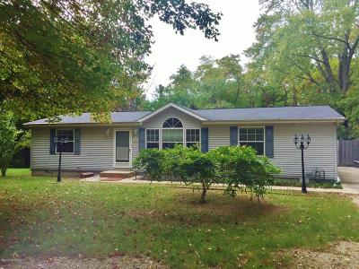 Coloma MI Single Family Home For Sale: $169,500