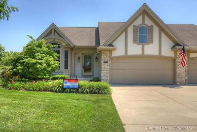 Condo/Townhouse For Sale: 5876 Linkside Lane NE #31