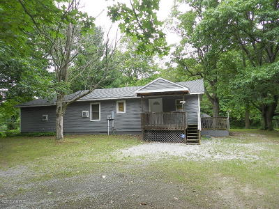 Coloma MI Single Family Home For Sale: $129,900