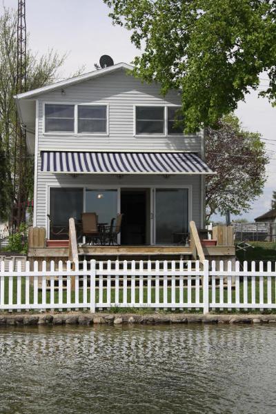 Single Family Home For Sale: 236 Lyon Lake Road