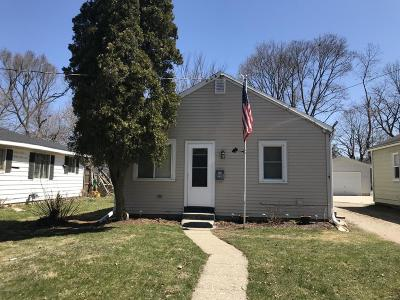 Ingham County Single Family Home For Sale: 1908 Massachusetts Avenue