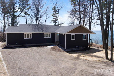 Norton Shores Single Family Home For Sale: 3289 Winnetaska Road