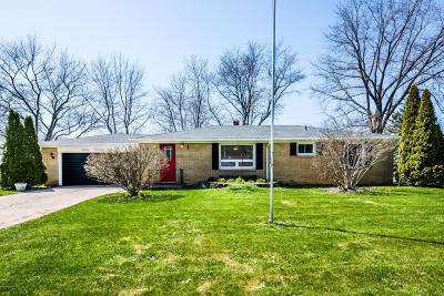 St. Joseph Single Family Home For Sale: 4026 Applewood Drive